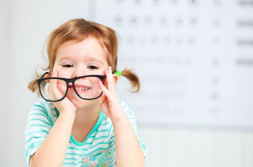 孩子眼睛斜视长大后会自己好吗